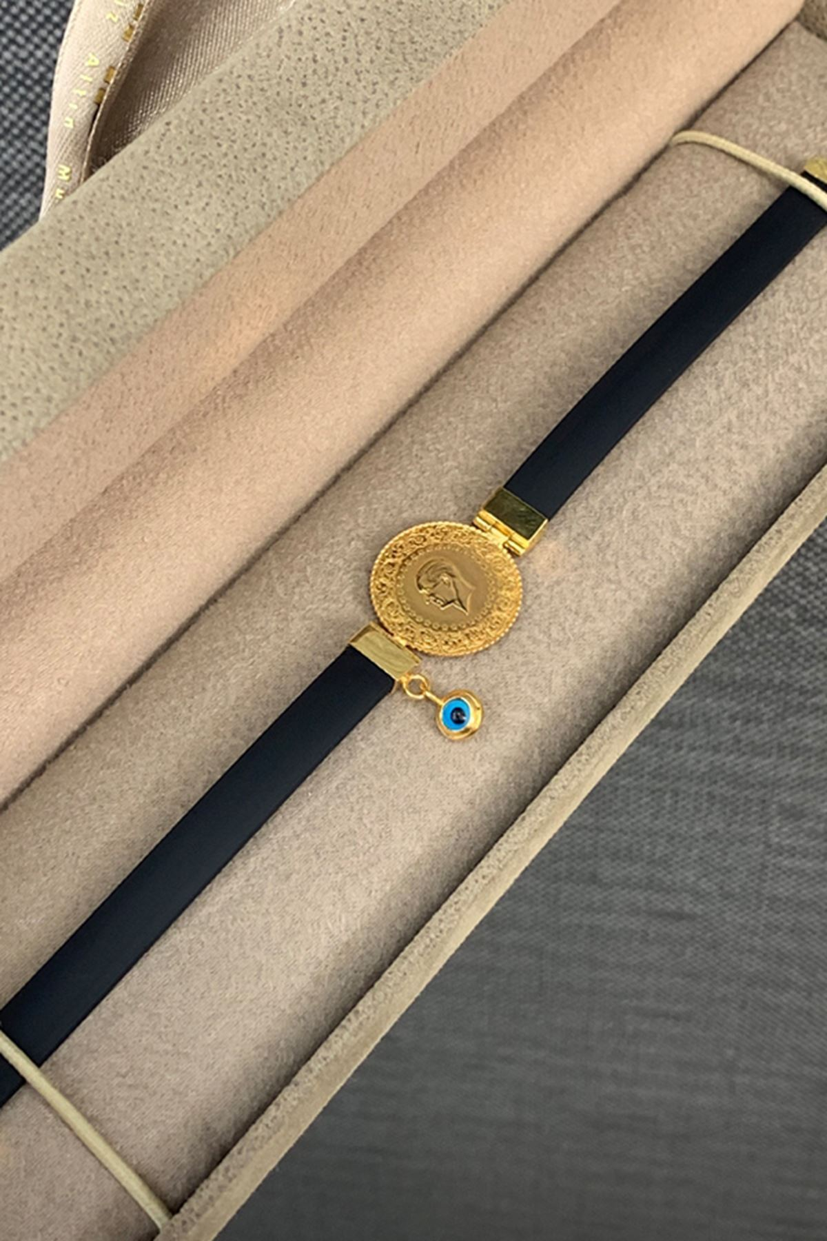 Çeyrek Liralı Derili Altın Bileklik Y00013