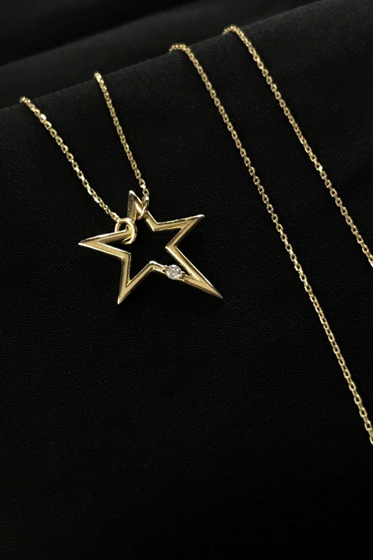 Taş Detaylı Yıldız Kolye 8A0016